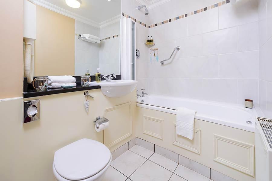 The Moorings ensuite bathroom